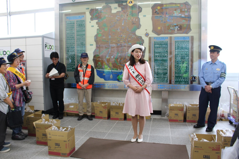 夏の交通事故防止運動に伴う街頭キャンペーン<br>(女王活動日記)
