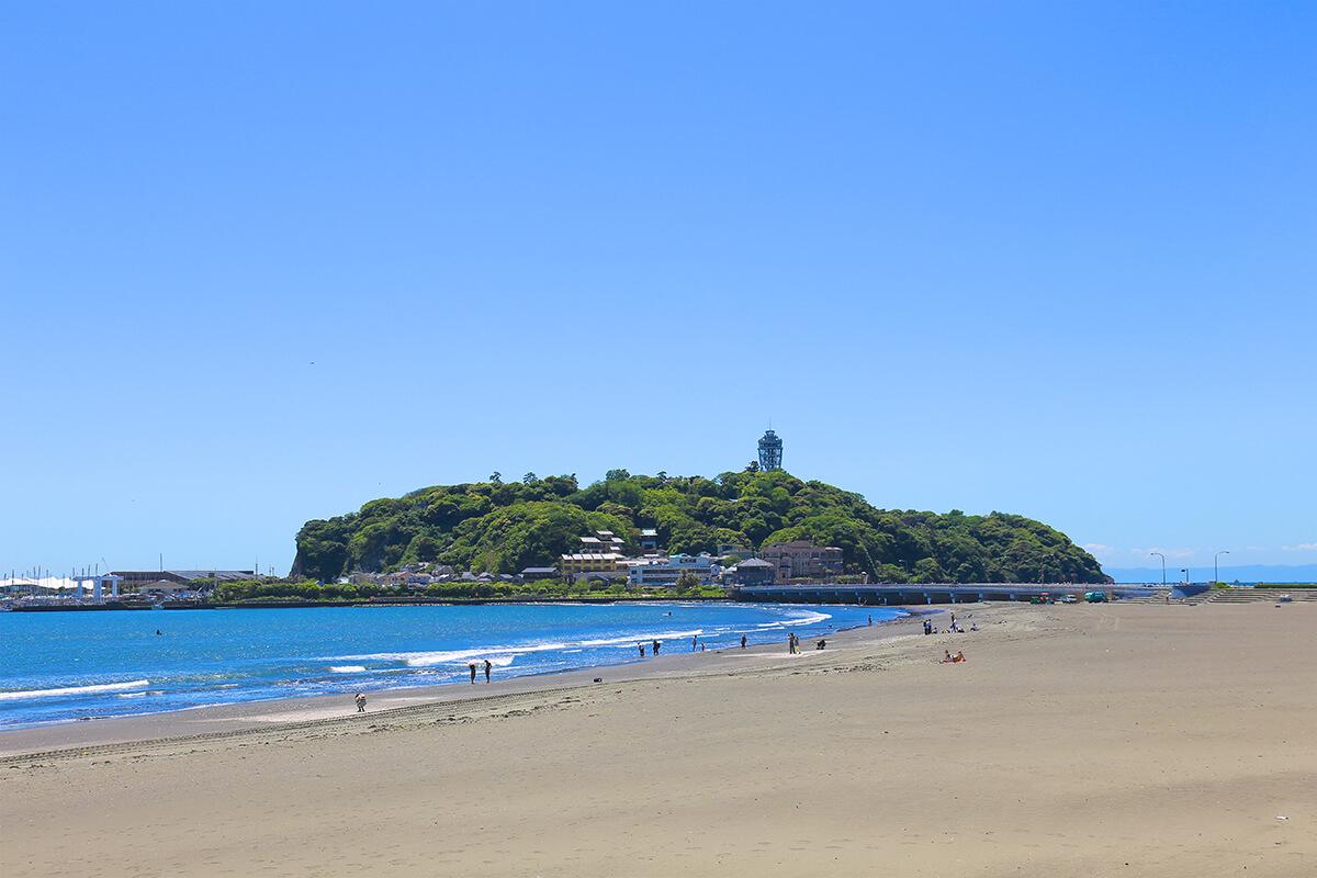 東浜から見た江の島